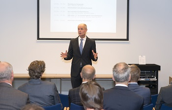 Minister Blok spreekt tijdens SBR-bijeenkomst