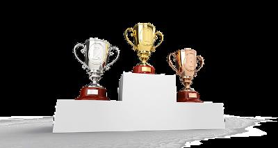 Podium met bekers voor de winnaars