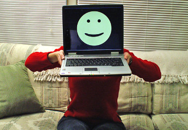 Smiley op beeldscherm, illustratieve afbeelding tevreden klant