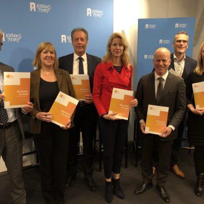 Staatssecretarissen Keijzer en Knops nemen visie Dutch Blockchain Coalition in ontvangst.