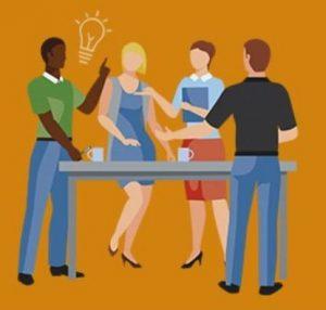 mensen aan tafel met een idee voor een oplossing