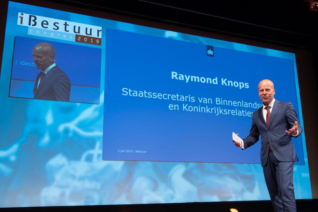 Staatssecretaris Knops presenteerde NL DIGIbeter 2019 op het iBestuur Congres in Arnhem.