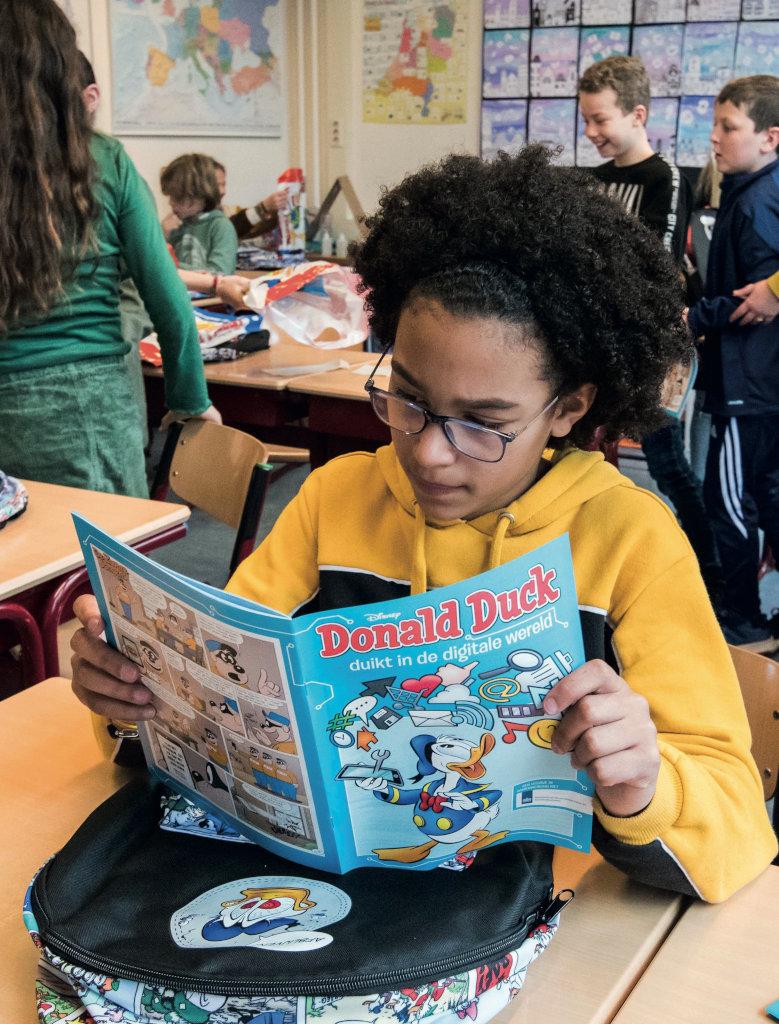 Leerlinge leest Donald Duck