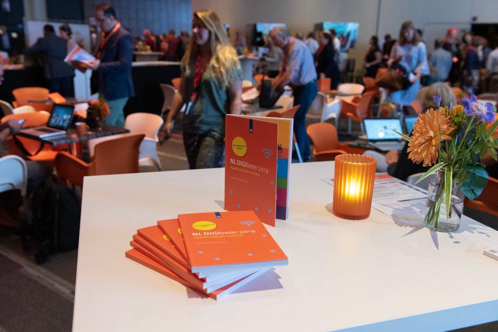 De gedrukte versie van NL DIGIbeter 2019 was op het congres verkrijgbaar.