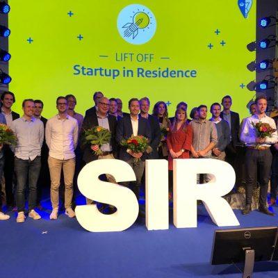 Foto van alle tijd de start-up teams op het podium