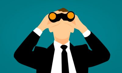 illustratie van een man met een stropdas en een verrekijker
